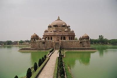 Sher Shah Suris TombSher Shah Suri Mosque