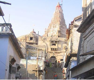 Dwarakadhish gopura and swarg dwar