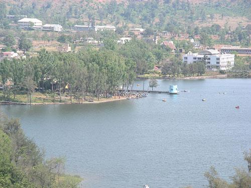 Lake at Saputara