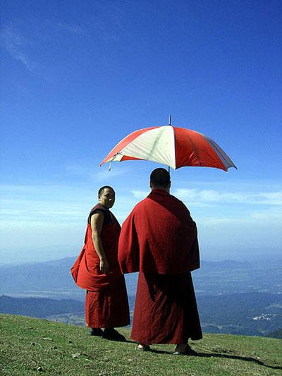Tibetian monks on a Bir Billing