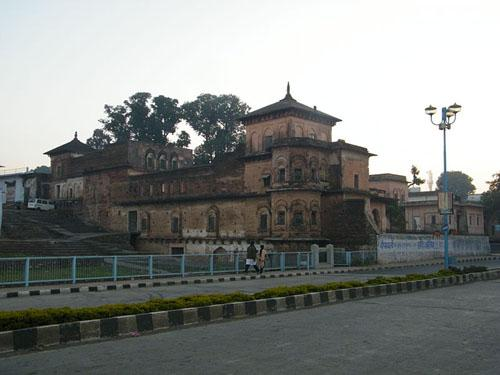 Gohar Mahal on the banks of Upper Lake