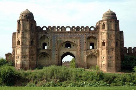 Mughal Sarai (rest house), Gateway,