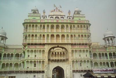 The imposing entrance to the Jhunjhunu Temple complex