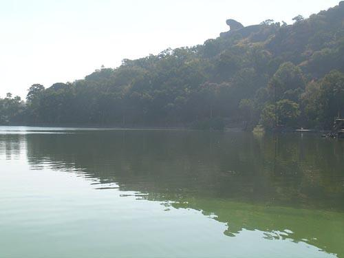 Nakki Lake with the Maharaja Jaipur Palace and Toad Rock