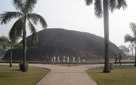 Makutabandhana, the cremation-site of Gautama Buddha's body