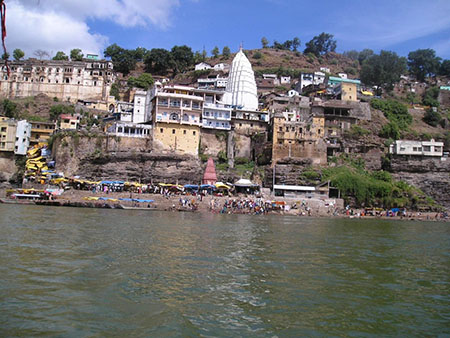 Narmada-River and temple