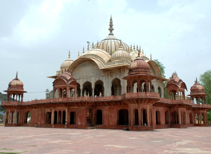 A chhatri built in memory of Moosi Rani