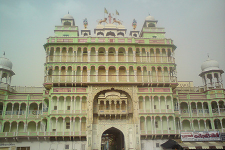 The imposing entrance to the Jhunjhunu Temple complex